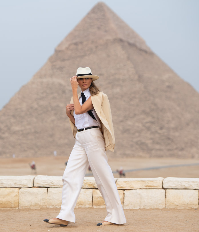 US First Lady Melania Trump visits the Giza Pyramids on October 6, 2018, during the final stop of her week-long trip through four countries in Africa. (Photo by SAUL LOEB / AFP)        (Photo credit should read SAUL LOEB/AFP/Getty Images)