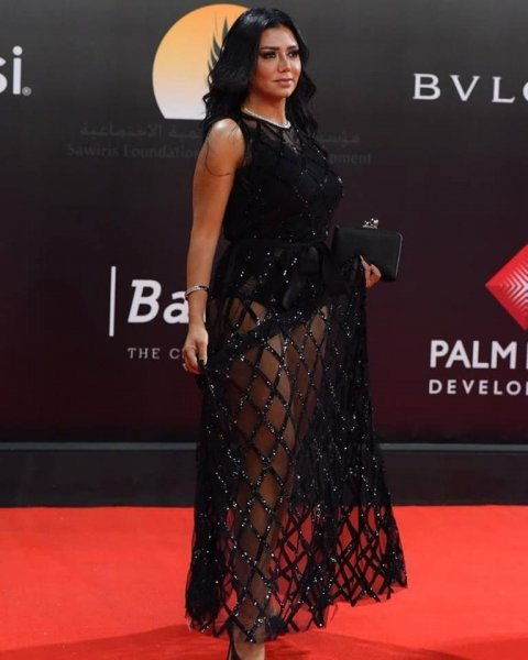 Amanda Anka The controversial dress of Rania Youssef in the Golden Globe.