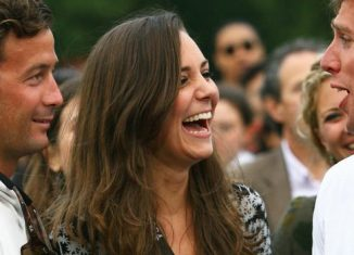 How photos showed Kate surrounded by 'male admirers' at party without Prince William